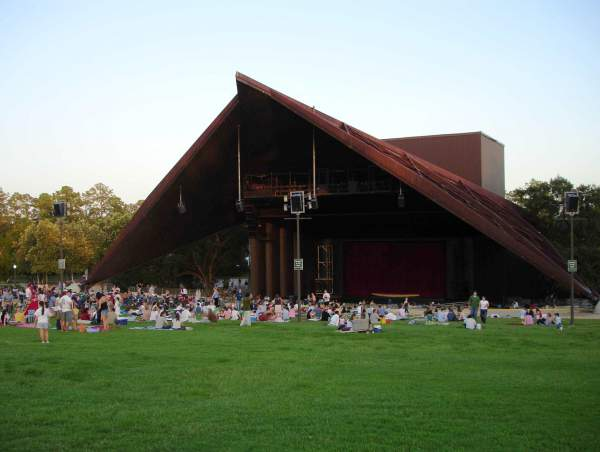 This 2006 image shows theater-goers picnicing on the hill before a Miller Outdoor Theatre performance. Miller will be hosting two free shows during spring break on March 20 and March 21.