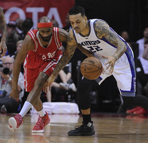 Houston Rockets guard Corey Brewer, left, defends Sacramento Kings guard Matt Barnes . (AP Photo/George Bridges)
