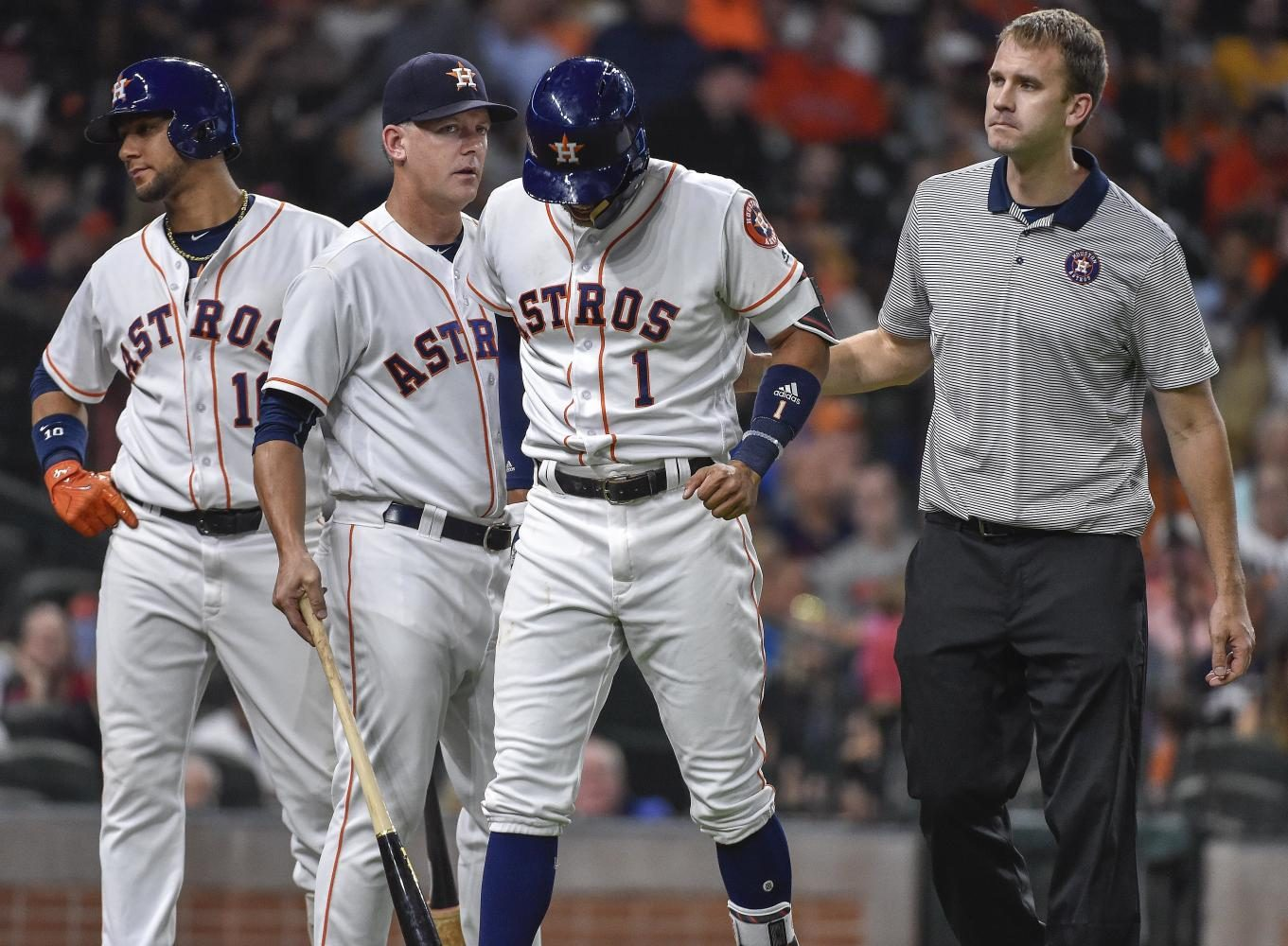 Correa+walks+off+of+field+after+re-injuring+left+thumb+in+Monday%27s+game.%28AP+Photo%2FEric+Christian+Smith%29