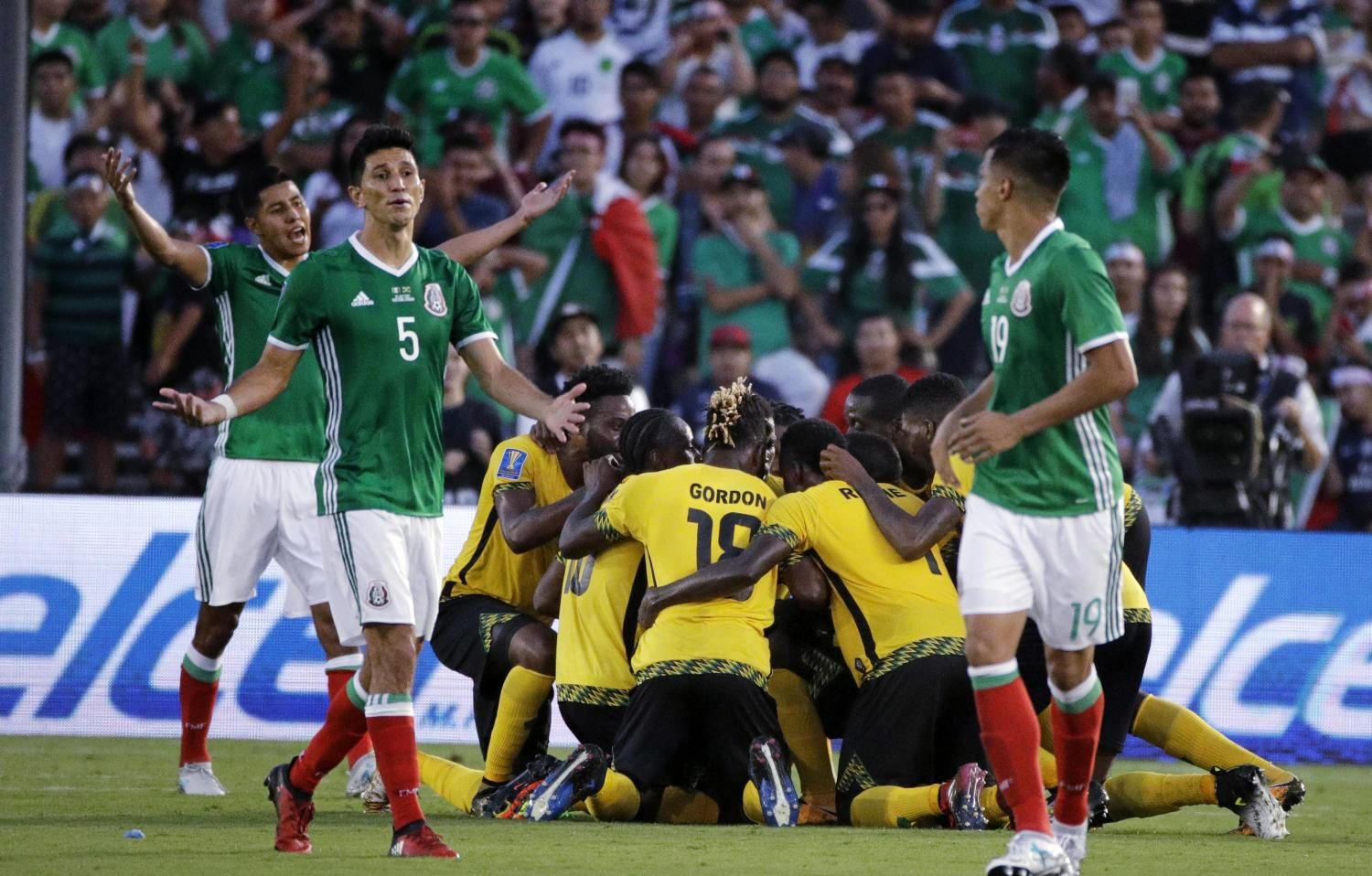 Mexico%27s+Jesus+Molina+reacts+as+players+celebrate+a+goal+by+Jamaica%27s+Kemar+Lawrence.+%28AP+Photo%2FJae+Hong%29