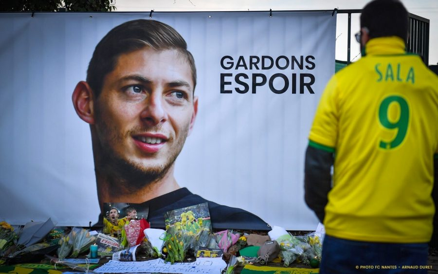 A mural of Emiliano Sala in Nantes, France reading