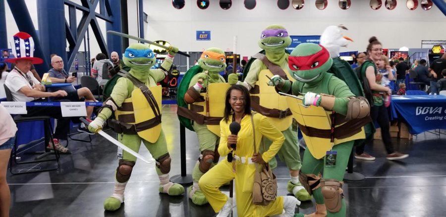 Teenage+Mutant+Ninja+Turtles+cosplayers+with+%22April%22+at+Comicpalooza+2018.+