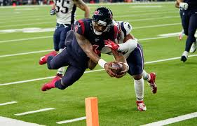 Deshaun rushes into the endzone against the Pats.