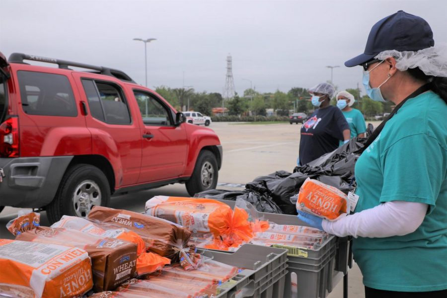HISD extends its food distrbutions for the week! walk-ups and pickups.